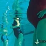 Reduce los dolores del embarazo con ejercicios en piscina para embarazas.